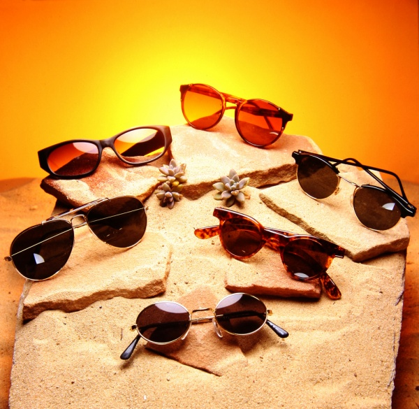 picking the right sunglasses for your face How to Pick the Right Sunglasses for your Facial Shape