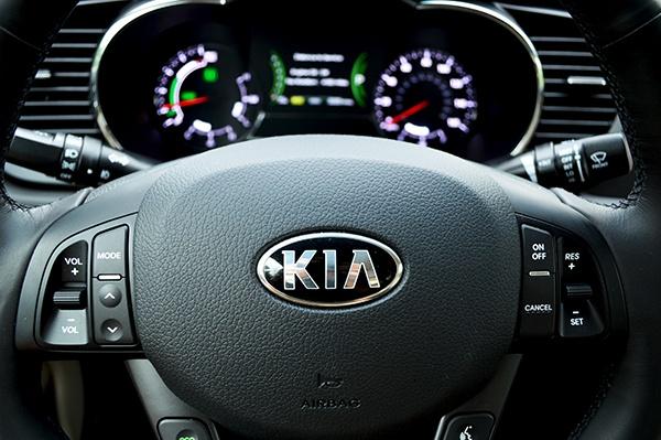 Kia Steering Wheel Review: 2013 Kia Optima Hybrid