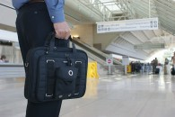 800px-The_Tablet_Briefcase_by_Mobile_Edge_is_lightweight_and_TSA_compliant.