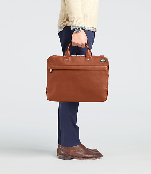 NYRU1613 226 11 M The 6 Essential Bags That Every Man Should Own