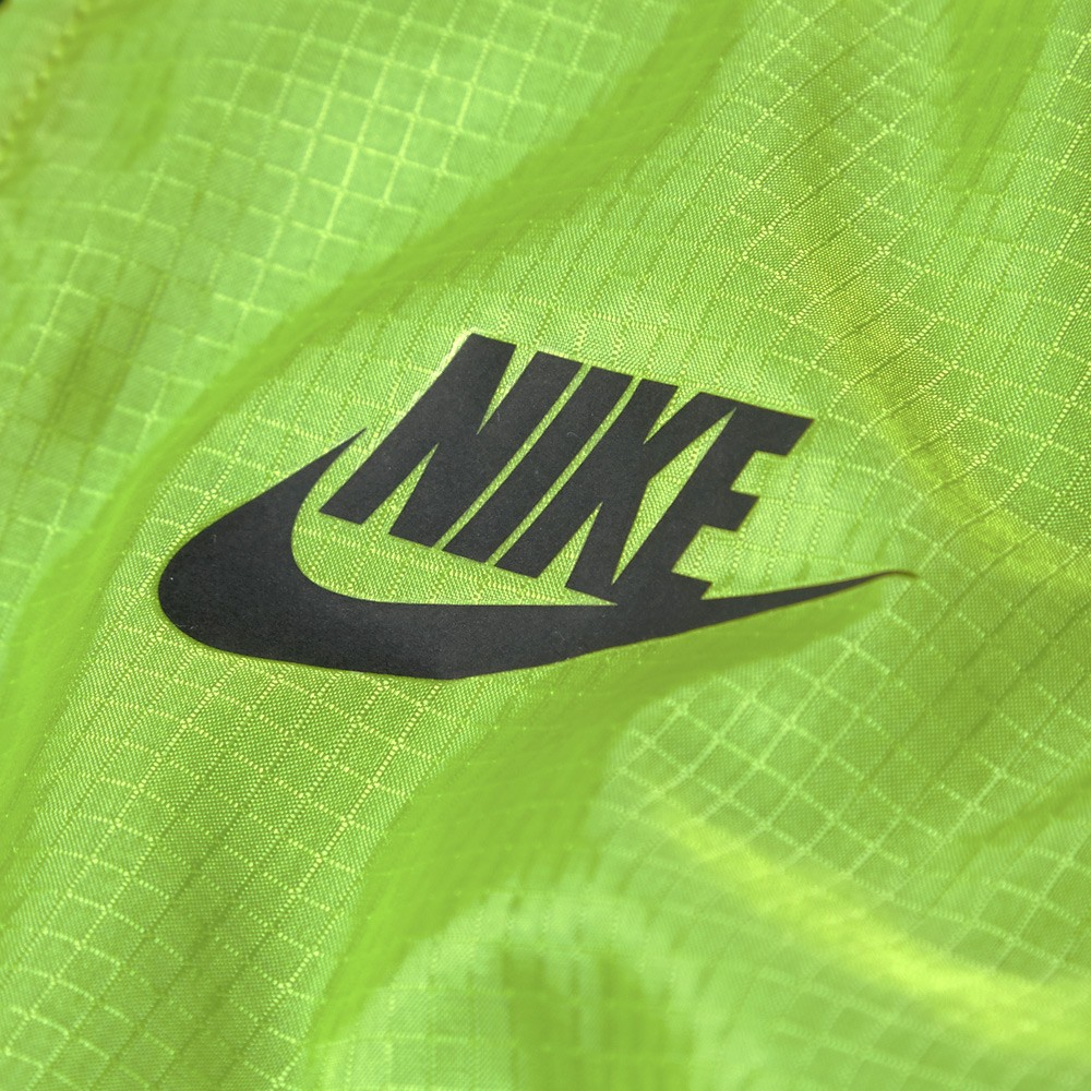 01 05 2014 nike techhyperfusewindrunner venomgreen 2 Nike Tech Hyperfuse Windrunner Jacket