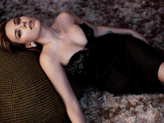 scarjo vanity fair may 2014 041 630x472 Scarlett Johansson for Vanity Fair Magazine